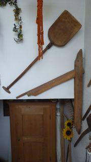 Kornschaufel und Flachsbrech - alte Bauerngerätschaften