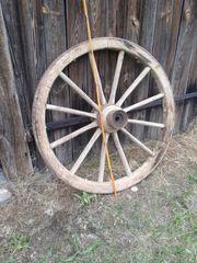 Altes Wagenrad Holzrad Speichenrad zu