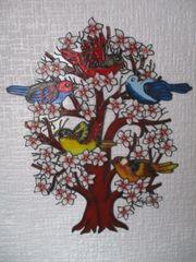 Vögel im blühenden Baum Fensterbild
