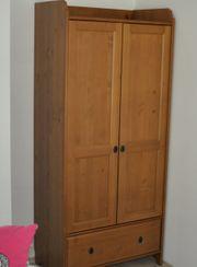 Kleiderschrank Holz für Kinderzimmer in