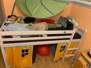 Sehr stabiles Kinderhochbett in weiß