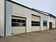 Repräsentative Gewerbehalle mit Walmdach-Bungalow