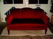Altes Antikes rotes Sofa neu