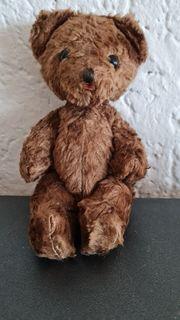 Kleiner alter Teddybär wohl Hermann