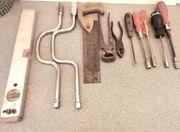 Werkzeug Säge-Zange-Schraubenzieher usw