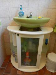 Hübscher Waschbeckenunterschrank weiß Holz