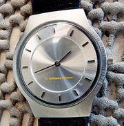 Superflache neuwertige Edelstahl-Armbanduhr mit Lederarmband