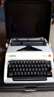 Kofferschreibmaschine Olympia Modell Monica