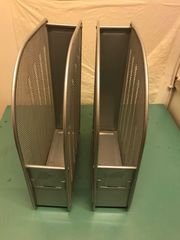 2 Zeitschriftensammler in Metall Silber