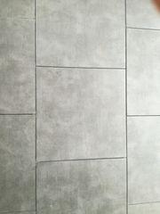 Neuwertige Terrassenplatten aus Feinsteinzeug