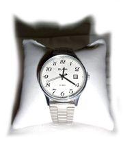 Schöne Armbanduhr von Slava
