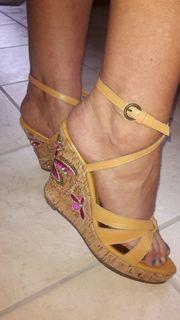 Stark getragene Damen Sandalen inklusive