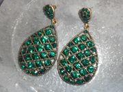 Ohrringe grün Tropfenform Mittelalteroutfit