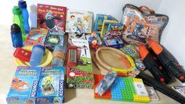 Flohmärkte, Flohmarktartikel - Kiste mit Flohmarktartikeln Kinder und