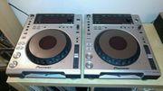2x Pioneer CDJ 850 1
