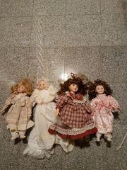 vier Puppen aus Porzellan