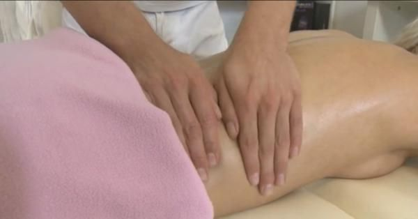 Erotische Öl-Massage