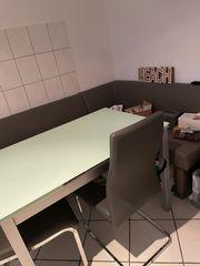 Essecke mit ausziehbaren Tisch und