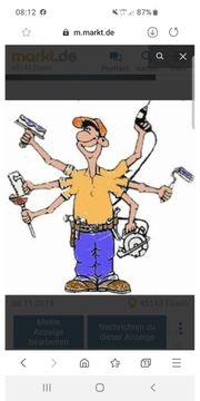 Männlicher Handwerker erledigt alle arbeite