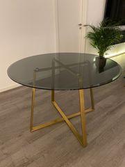 Tisch Rauchglas und goldenen Beinen
