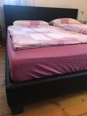 Schwarzes Bett in Lederoptik 180x200
