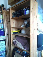 Standbücherregal aus Massivholz