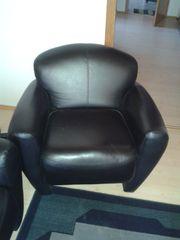 Sessel mit Couch und Tisch
