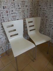 2 stapelbare Küchenstühle creme weiß