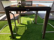 Balkontisch mit getönter Glasplatte
