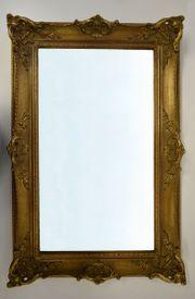 Wandspiegel im Goldrahmen