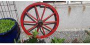 Rotes Retro-Wagenrad