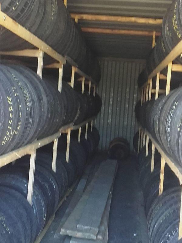 175 / 65 R 15 - Penzing - 175/65 R15. 175 / 65 R 15 Pirelli Dot 2315ca 5 mmReifen können gerne besichtigt werden kann Reifen auch mit nach München ( Grünwald ) nehmen0160/2751500habe auch noch viele andere Reifen ( Sommer und Winter ) und Felgen ( Stahl und Alu ). - Penzing