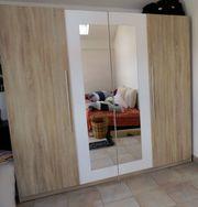 Kleiderschrank 4-türig 2 Türen verspiegelt