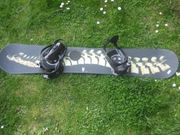 Snowboard mit Bindung und Schuhen
