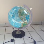 Globus mit Innenbeleuchtung und Lupe