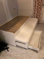 2 gleiche Betten zu verkaufen
