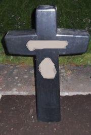 Grabstein kreuzförmig schwarz etwa 85