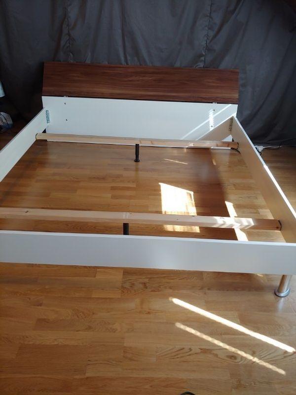 Bettgestell mit 2 Nachtschränckchen Doppelbett