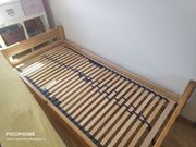 Bett und Lattenrost