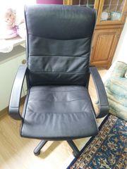 Büro - Schreibtisch - Stuhl