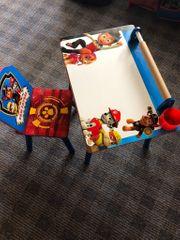 Kinder Tisch und Stuhl
