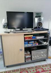 Büro- Wohnmöbel sowie 1 Bett