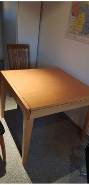 ausziehbarer Holztisch 1m x1m auf