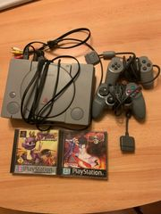 PlayStation 1 mit 2 Controllern