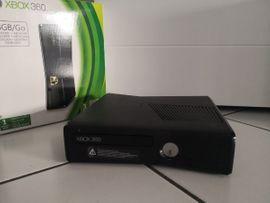 XBox 360 (4GB) mit insgesamt 15 Spielen + Spielzubehör