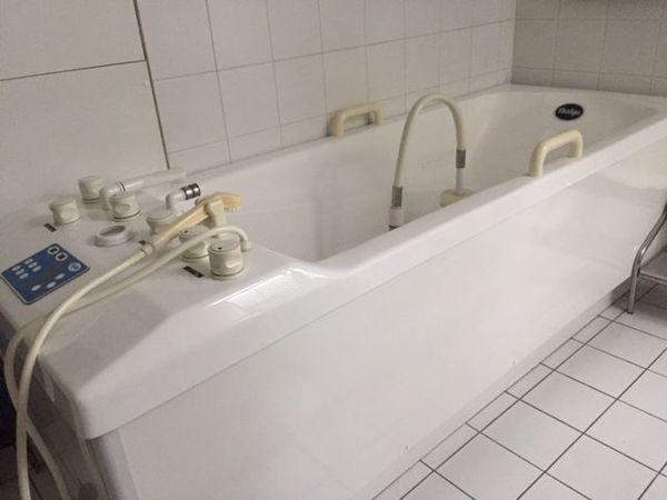 Badeinrichtung Berlin med badewanne unterwassermassage sehr gut erhalten in berlin