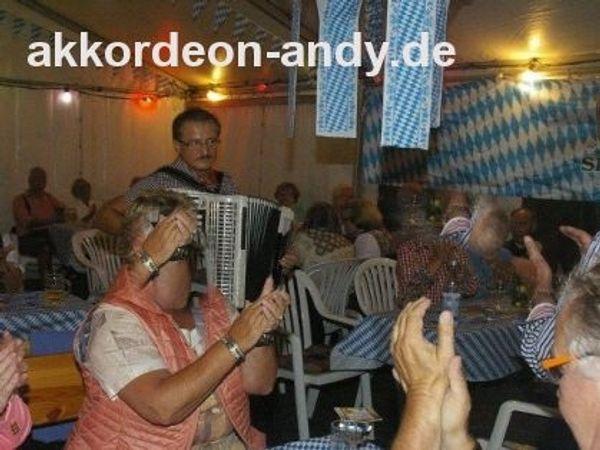 Akkordeonspieler Ihr Spezialist für Seniorenheime