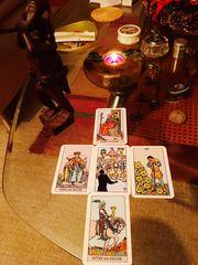 Kartenlegen und Weiße Magie