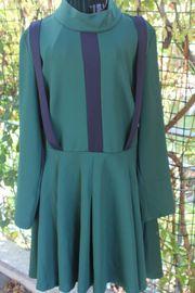 grün mit blau abgesetztes Kleid