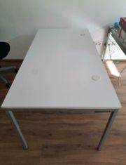 Büro Schreibtische weiß grau